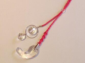 クォーツ勾玉 飾り付ヘンプネックレス ピンクの画像