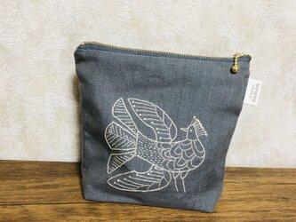 鳥刺繍のリネンポーチの画像