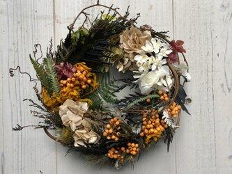 秋の気配・シックなハロウィンリース【ほとんどプリザーブドフラワー】の画像