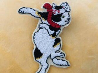 手刺繍ブローチ おどる猫 歌川国芳の画像