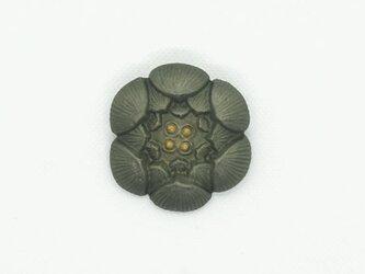 【漆】蓮型ブローチの画像