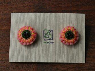 ミラー刺繍とガラスビーズの丸ピアス PINKの画像