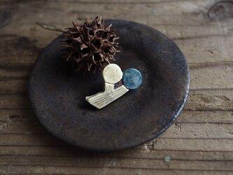 陶の木ノ実ブローチ(二つの実)の画像