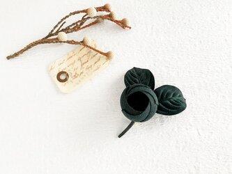 Brooch : コットン蕾のブローチ (ブラック)の画像