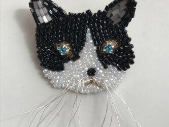 ハチワレ猫 ビーズ刺繡ブローチの画像