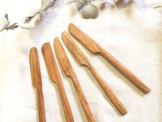 桜の木のバターナイフの画像