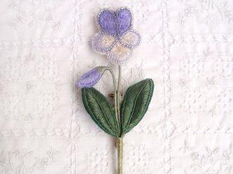 そっと静かに咲く ビオラのブローチの画像