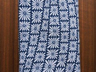 天然藍の型染め手拭い  菊菱ウェーブの画像