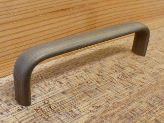 真鍮 シャビーな感じ 平べったいハンドル 取っ手(ピッチ80)/ シャビー アンティーク DIY 雑貨 金物 金具の画像