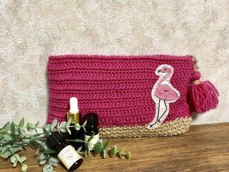 フラミンゴ刺繍の手編みポーチの画像