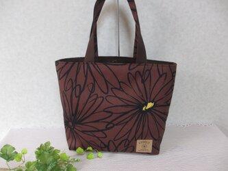 Sale  弁柄色×黒の大輪の花柄の少し大きめトートの画像