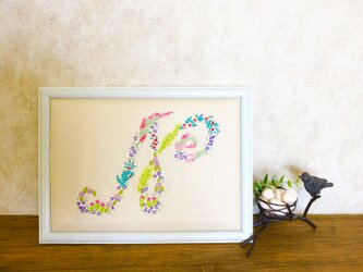 お花のイニシャル刺繍の画像