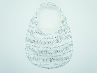 《ふんわり撥水スタイ》音符柄・白の画像