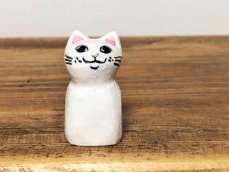 木彫り猫 小さな白猫の画像