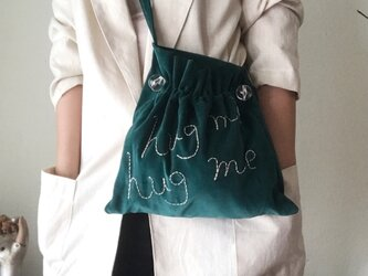 """hug me"" shoulder bag (dark green)の画像"