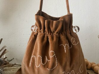 """hug me"" shoulder bag (camel)の画像"