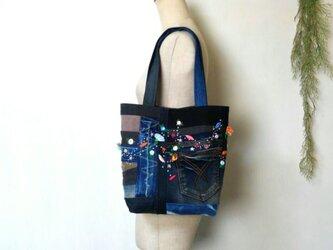 可憐な花刺繍 デニムバック 再販3 ミックスカラー ~ ジーンズ パッチワーク リメイクの画像