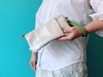 ミニ クラッチ & バッグinバッグ 本革 シルバー ラメの画像