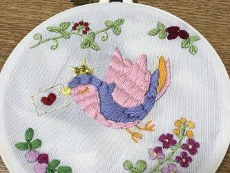刺繍飾り 鳥の画像