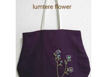 白い小さな花の刺繍バック (紫色のリネン)の画像