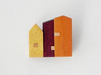 ブローチ -イエローハート・パープルハート・カナリーウッド家々-の画像