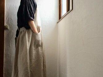 リネン100エプロンワンピースドレス 生成りベージュの画像