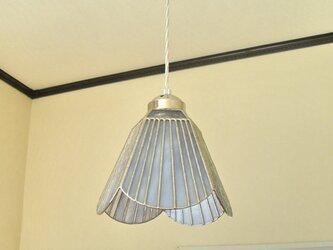 白いお花(ステンドグラスペンダントライト)吊り下げ照明・ガラス  Lサイズ・35の画像