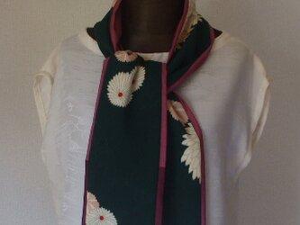 菊の花が季節感を感じるストール 絹の画像