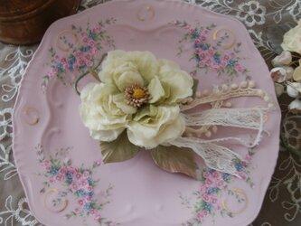 染め花 ロマンティックローズのコサージュ グリーンオフ 布花の画像