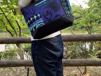 ハワイアンファブリックと帆布のトートバッグ ブラックの画像
