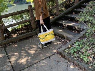 ハワイアンファブリックと帆布のトートバッグ イエローの画像
