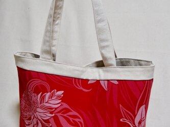 ハワイアンファブリックと帆布のトートバッグ レッドの画像