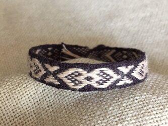 手織りのブレスレット 紫×薄ピンク (a) 木製ボタン付の画像