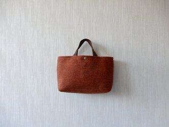 裂き織りのバッグ Mサイズ横長 錆色の画像