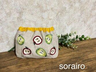 りんごと洋梨の刺繍のバネポーチの画像