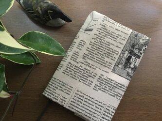 英字新聞柄のマニッシュなブックカバー・・単行本サイズの画像