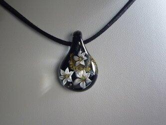 純金箔ユリ三輪(金箔、ガラス、花、)の画像