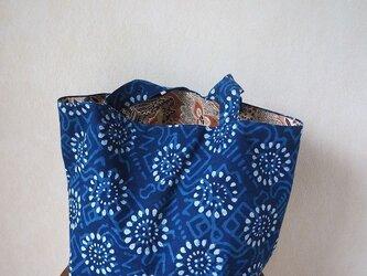 夜空一杯の花火~藍染更紗のトートバッグの画像