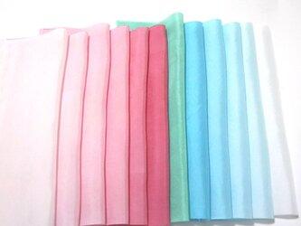 (L-3)正絹 羽二重胴裏 手染め12枚 はぎれセット ピンク・水色 つまみ細工用布・吊るし飾りや手芸の材料にの画像