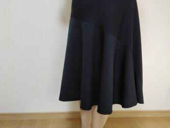 切替のあるフレアスカートの画像