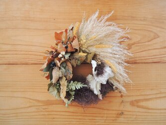 パンパスグラスの秋色リースの画像