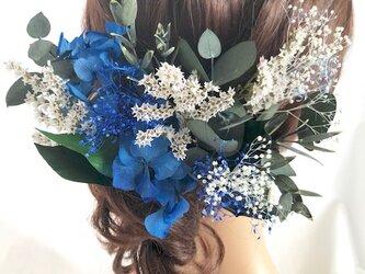 【ヘッドドレス/髪飾りプリザーブドフラワー/ウェディング・前撮り和装】グリーンと青と白いお花のサムシングブルーの画像