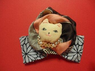 おしゃれ猫のブローチの画像
