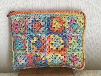 手編みのポーチの画像