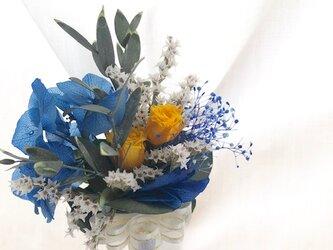 【ブートニア/コサージュ プリザーブドフラワーブルー紫陽花と黄色のミニ薔薇】の画像