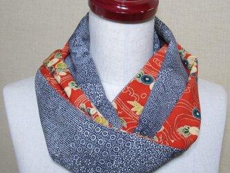 着物リメイク 赤い縮緬×黒い江戸小紋を組み合わせたお洒落スヌードの画像