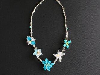 イーネオヤ*シルバー細コードxピーコックブルーのお花のネックレスの画像