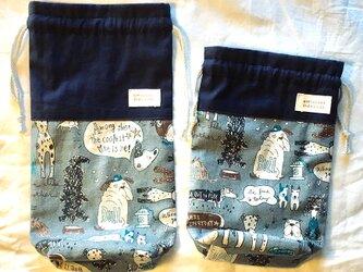 巾着袋わんこいっぱい柄パープルグレー 裏生地付き マチあり 大(左)の画像