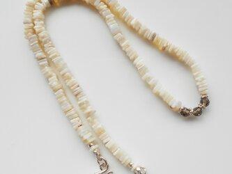 プレシャス・オパールとスモーキークォーツのネックレスの画像