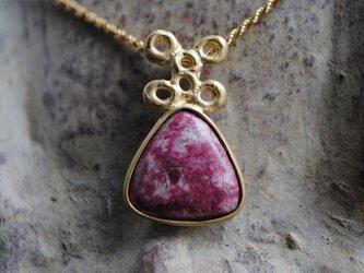 ピンクの石妖精ペンダントの画像